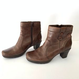 Clarks Zip Up Ankle Boots Brown Leather Sz 8